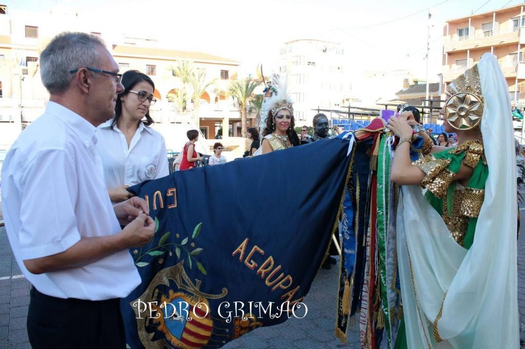 Imponiendonos el banderín. Foto cedido por Pedro Griamo